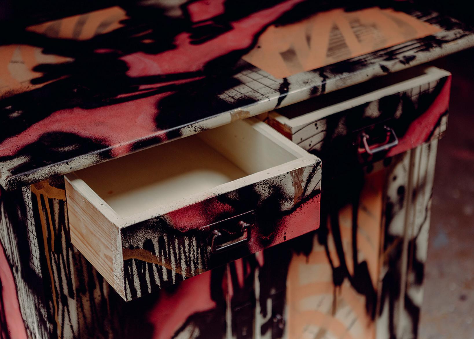 ohP-custom-art-graffiti-streetart-furniture Kopie